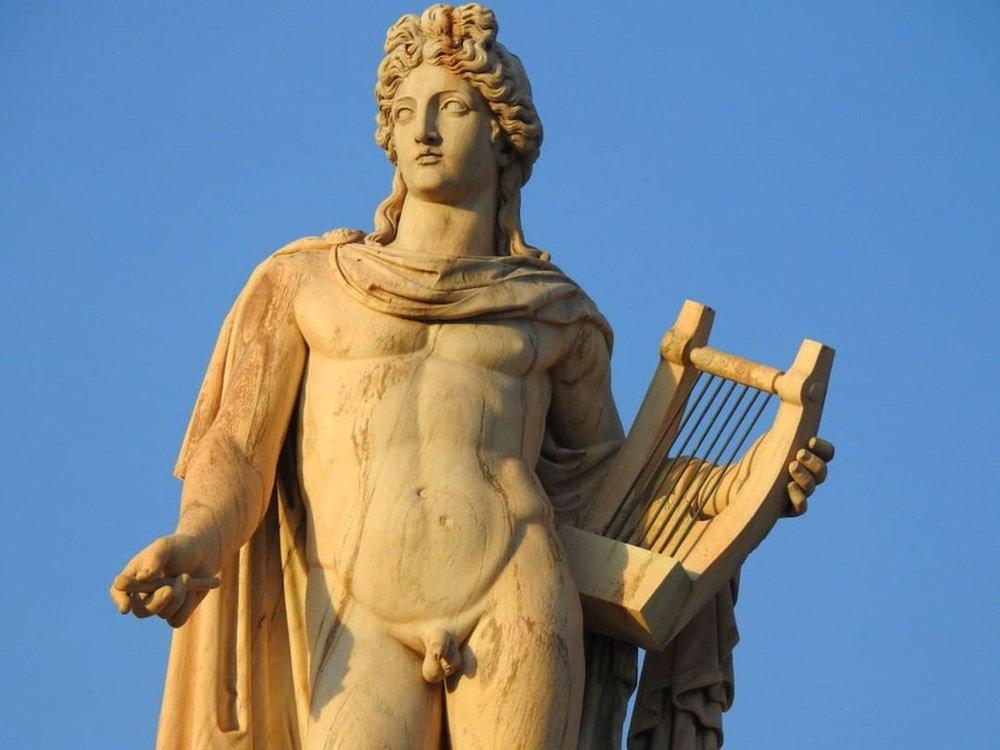 Apolo (Deus da Música, Poesia, Arte, Oráculos, Praga, Medicina, Tiro com Arco, Sol, Luz e Conhecimento)