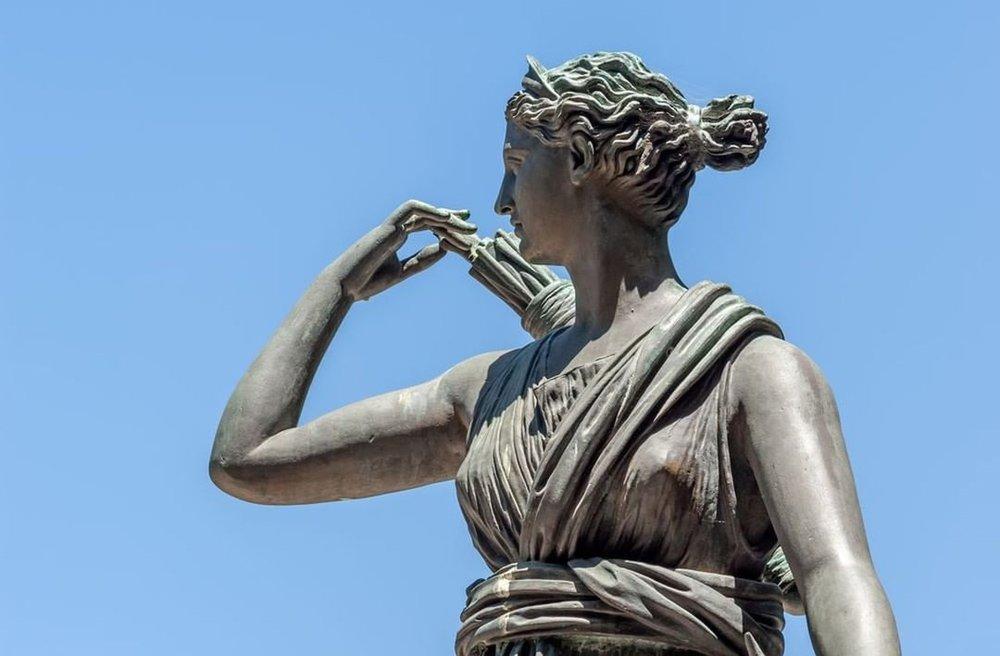 Artemis (Deusa da Caça, Florestas e Colinas, Lua e Arco e Flecha)