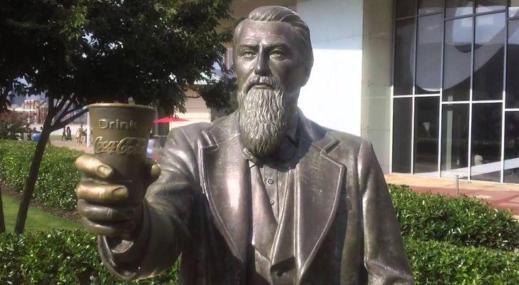 A Coca-Cola foi inventada por um farmacêutico.