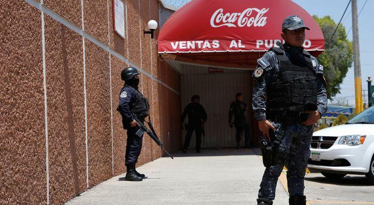 A Polícia não usa a Coca-Cola para limpar o sangue das cenas de crime.
