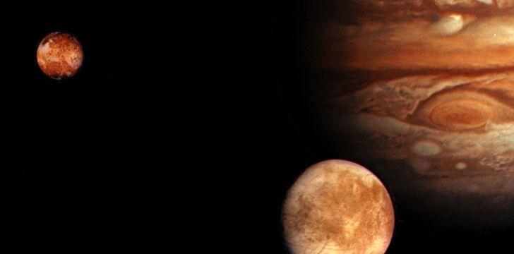 Há 79 luas conhecidas orbitando Júpiter.