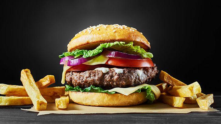 Um hambúrguer de fast food pode ter carne a partir de 100 vacas diferentes