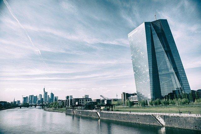 Banco Central Europeu aumenta suas compras de dívidas 6