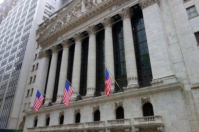 O Dow Jones deve abrir 140 pontos a menos, mas ainda está no caminho para seu melhor mês desde 1987 12